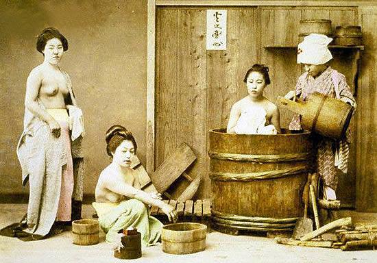 в женской японской бани
