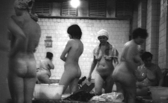 Подглядывание в женскую баню.